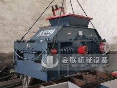 1200x800大型对辊破碎制砂机发往湖北武汉